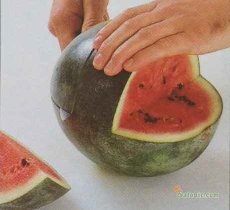 From the end of the melon, cut horizontally towards the centre