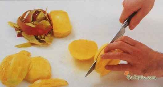 Peel the mangoes. Cut each mango lengthwise into 2 pieces