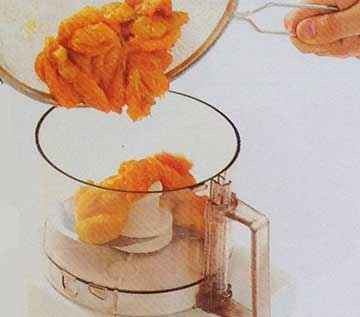 Puree-the-apricots-in-the-food-processor