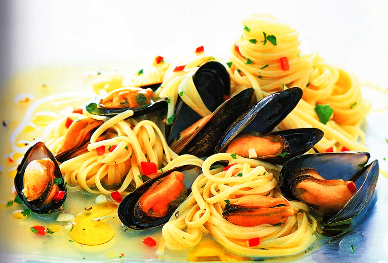 How to cook mussels in wine-pasta mussels seafood linguine recipe