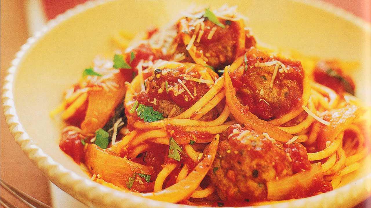 Spaghetti pasta bolognese recipes-Italian Meatballs With Tomato Sauce And Spaghetti