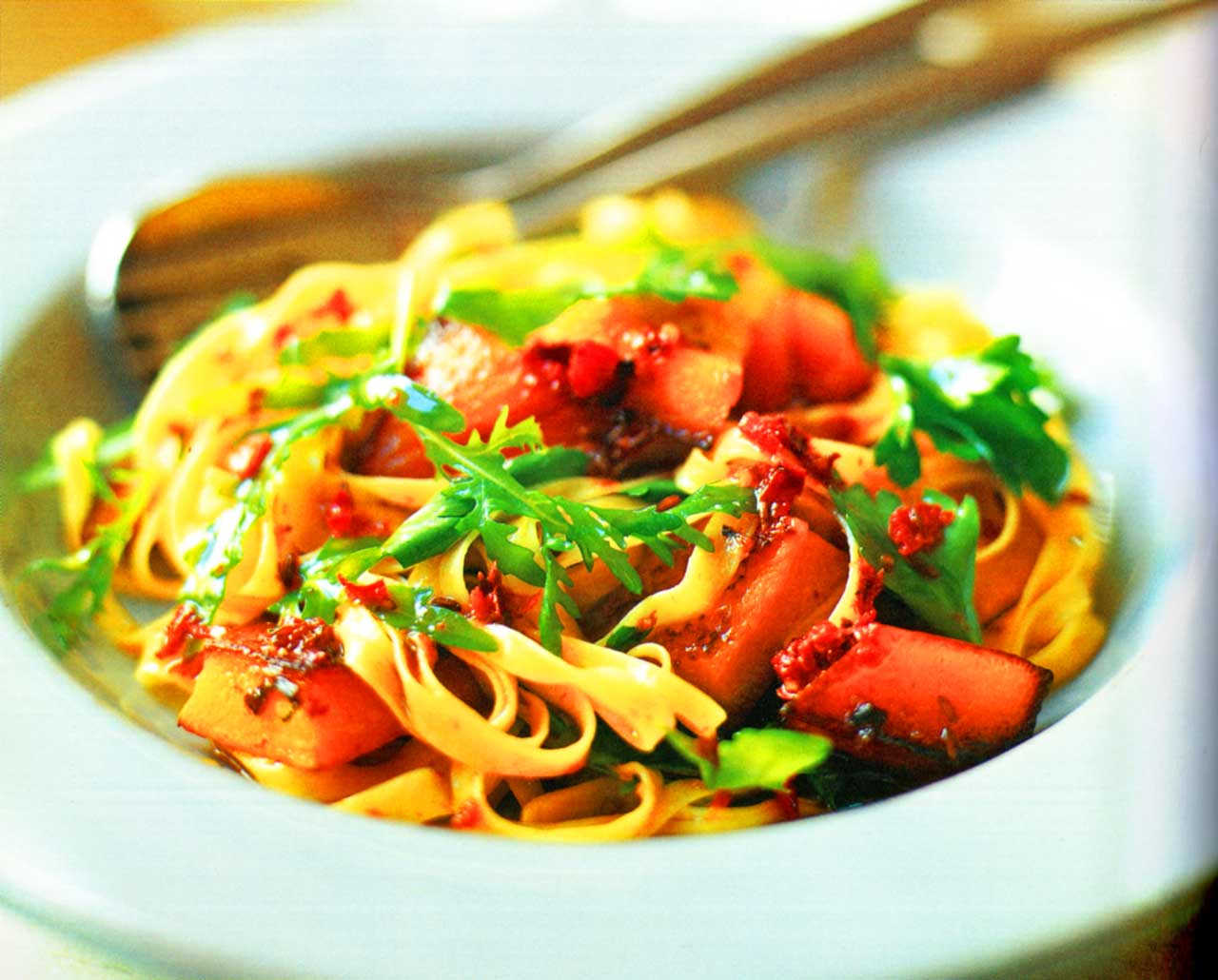 easy pasta recipe-Tagliatelle With Pan-fried Pumpkin And Red Pepper Oil