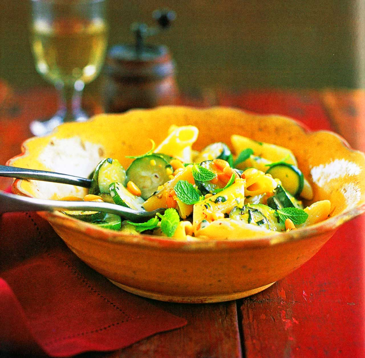 Pasta With Zucchinis, Mint, Lemon And Cream-easy-www.eatopic.com