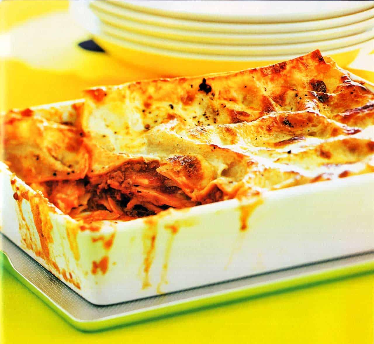 Pasta Bakes-Classic Lasagne Recipe-pasta per lasagne www.eatopic.com