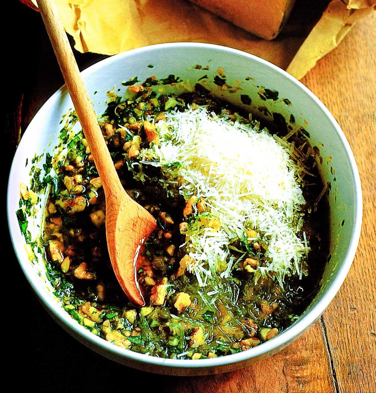 Easy pesto sauce recipe www.eatopic.com