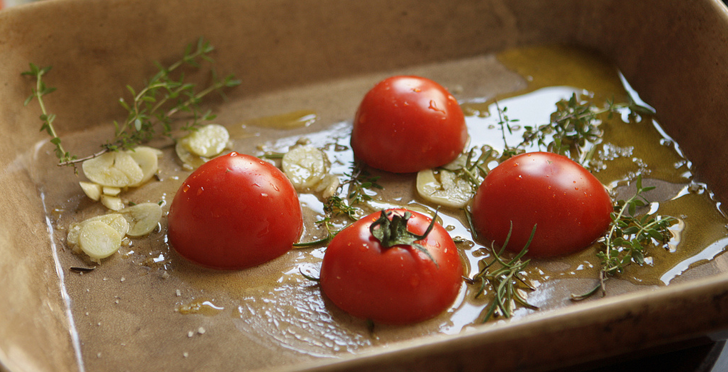 Oven-Baked Tomatoes Recipe vegetarian www.eatopic.com