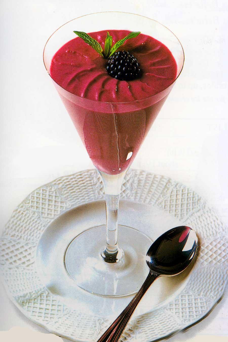 Blackberry-Fool-Recipe-easy-desserts-homemade-calories-nutrition