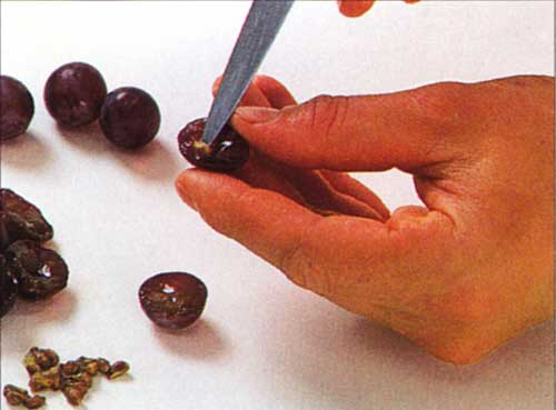 How to Deseed Grapes-To deseed with a paper clip-To deseed with a knife