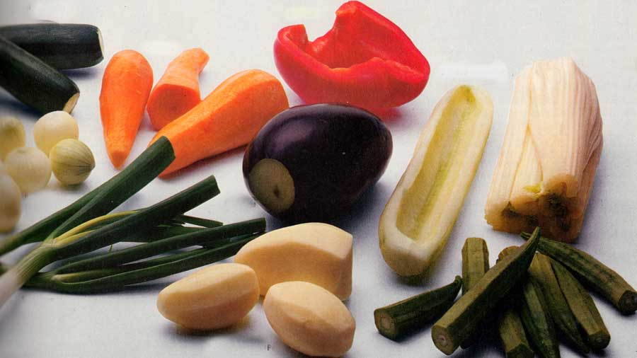 Removing-cucumber-and-carrot-cores-seeds-Peeling-peppers-Seeding-tomatoes-Cleaning-leeks