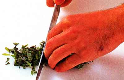 How-to-Chop-Herbs-tips-step by step