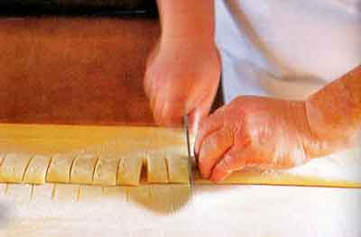 How-to-Make-Homemade-Pasta-How-to-Make-Tagliatelle-step2