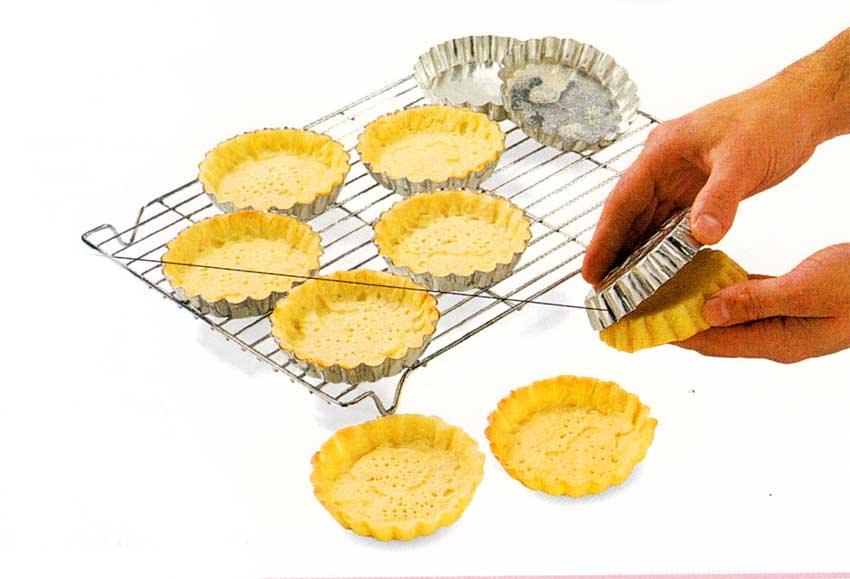 Line-and-Bake-Blind-the-Tartlet-Shells-step-by-step-with-photo-tips