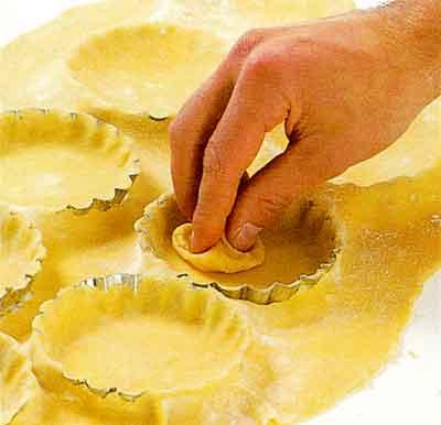 Line-and-Bake-Blind-the-Tartlet-Shells-tips-step-4