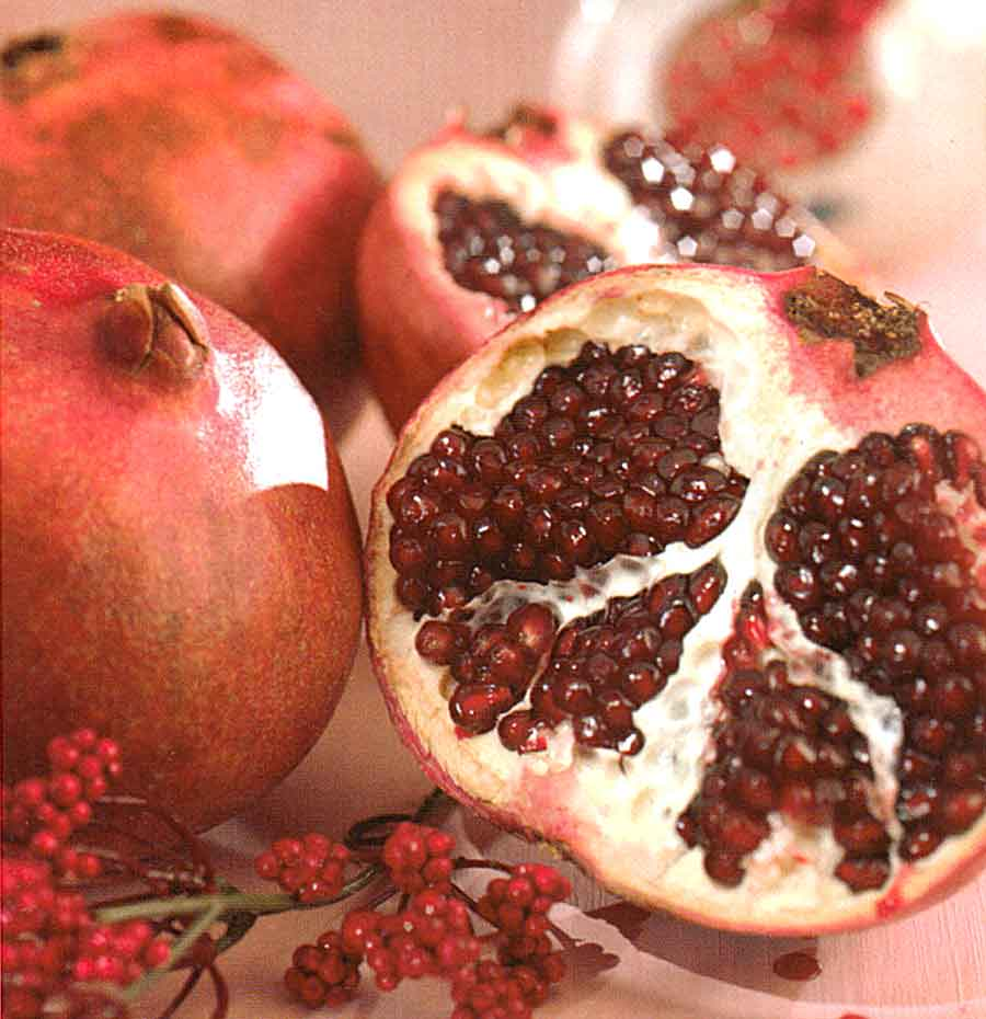 How to Choose Pomegranates-Benefits of Plums and How to Store Pomegranates-tips-calories-nutrition facts